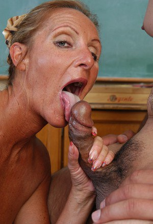 Free Mature Tongue Sex Pics
